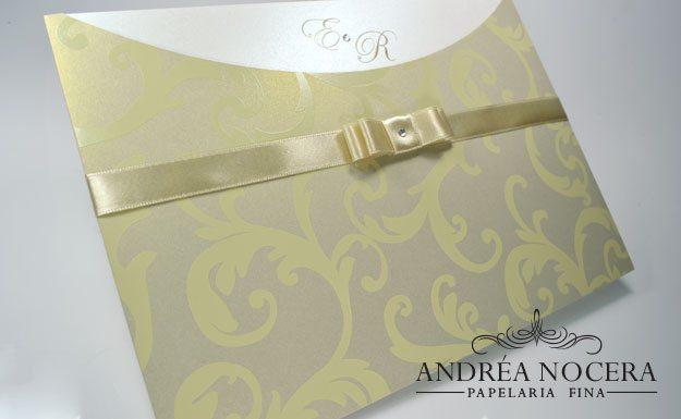 Envelope com impressão em alto relevo