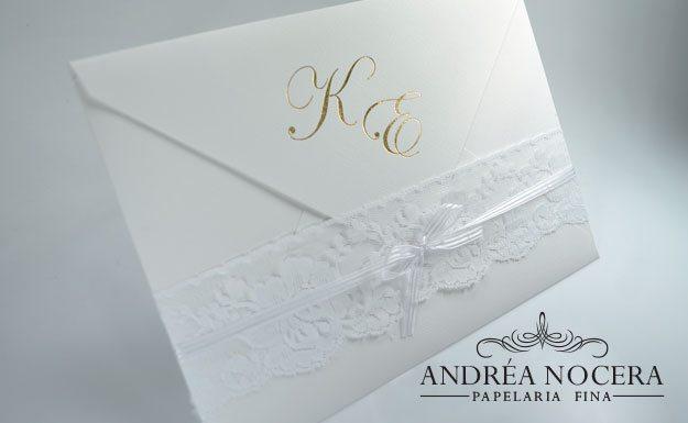 Convite de Casamento Floral Clássico com iniciais dos noivos