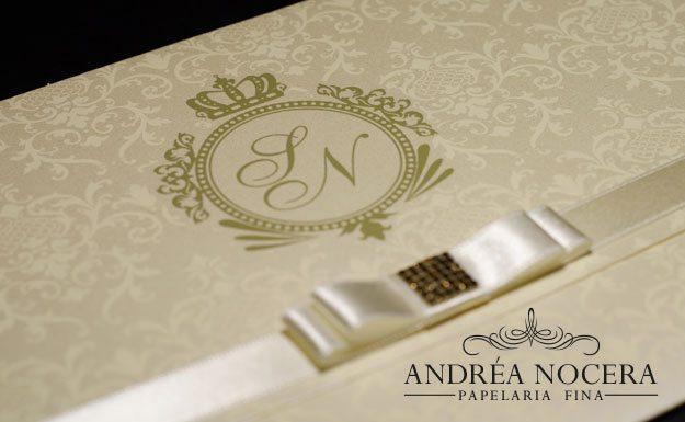 Convite de Casamento com Brasão Dourado