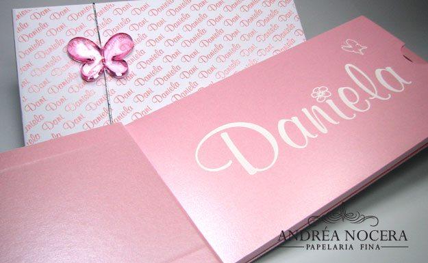 Convite de Debutante rosa com borboleta