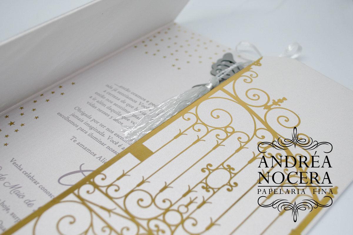Convite de Aniversário com Portões Dourados