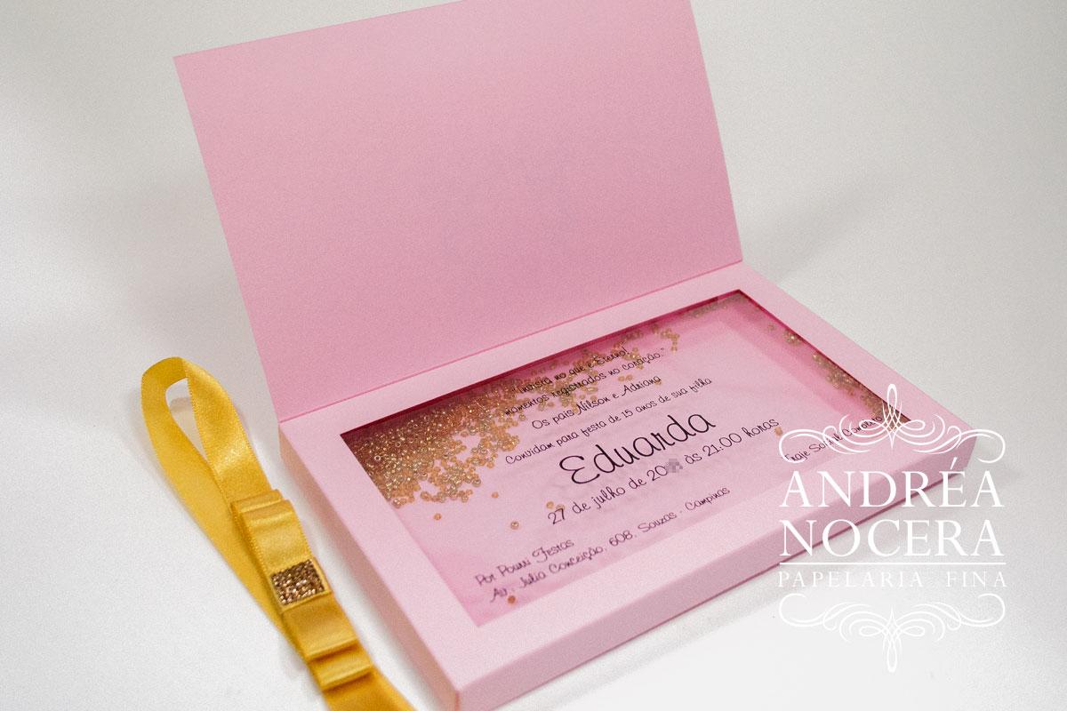 Convite de Debutante com Missangas Douradas