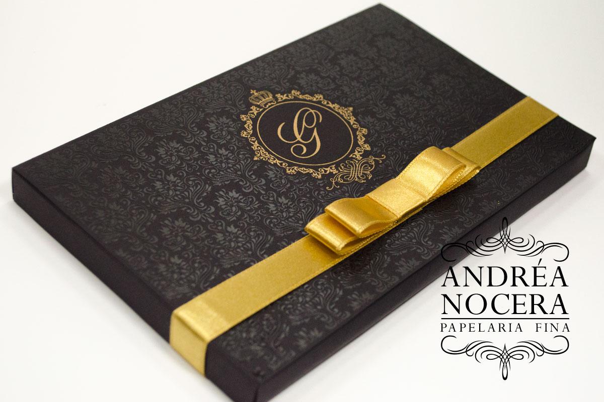 Convite de Debutante Preto com Gliter Dourado