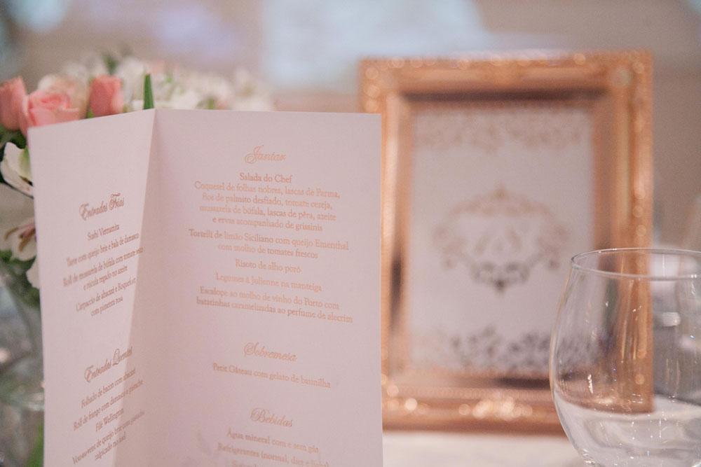 Cardápio e reserva de mesa personalizada cor nude para o Buffet Villa Bisutti