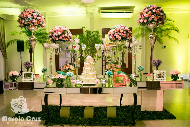 Festa de 15 anos floral no Buffet América