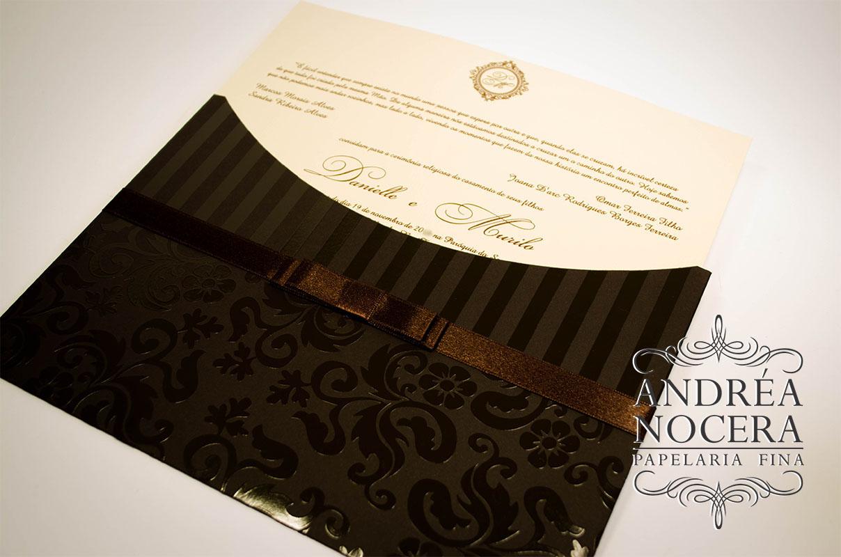 Convite de casamento marrom e marfim com relevo
