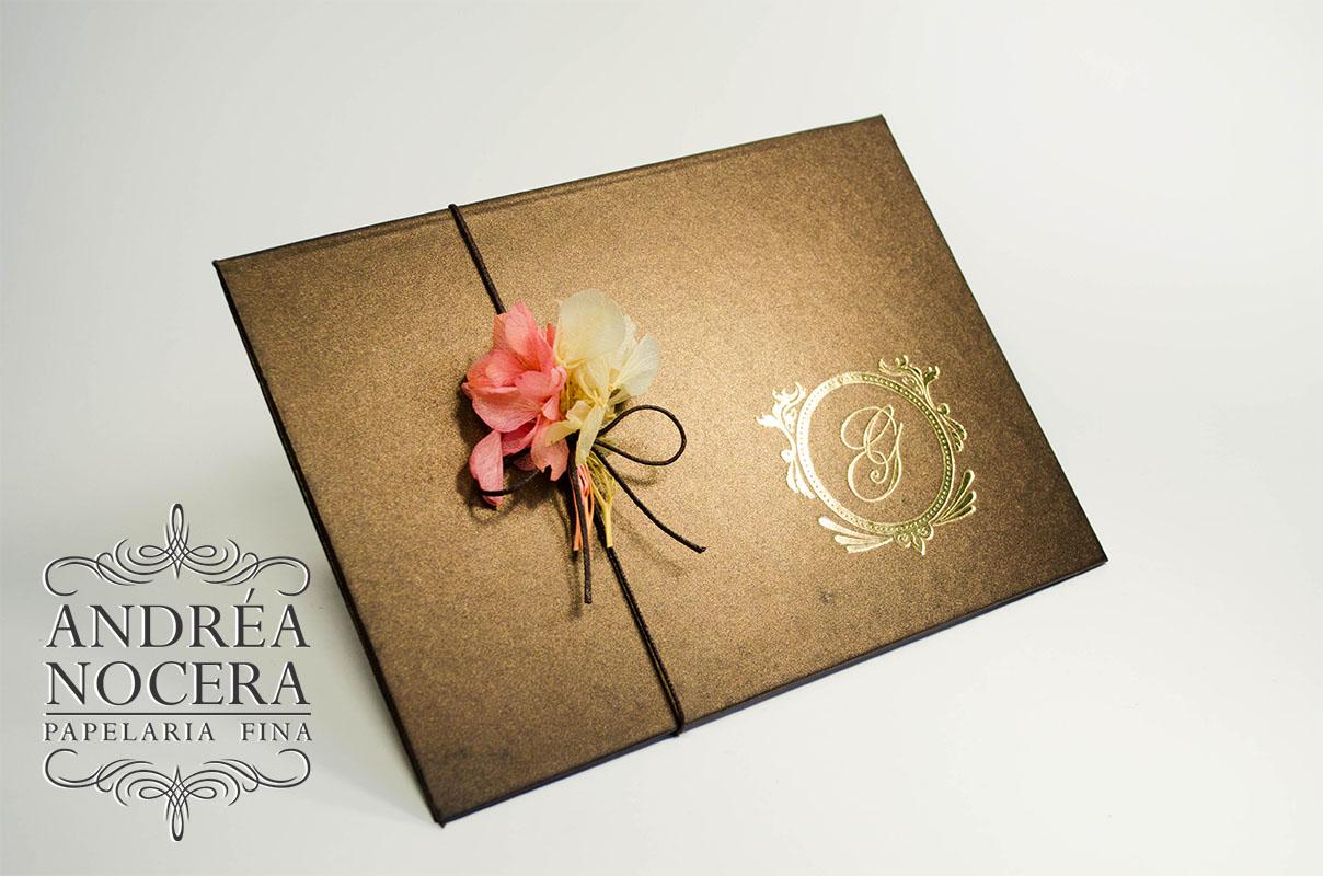 Convite debutante marrom flores capa dura